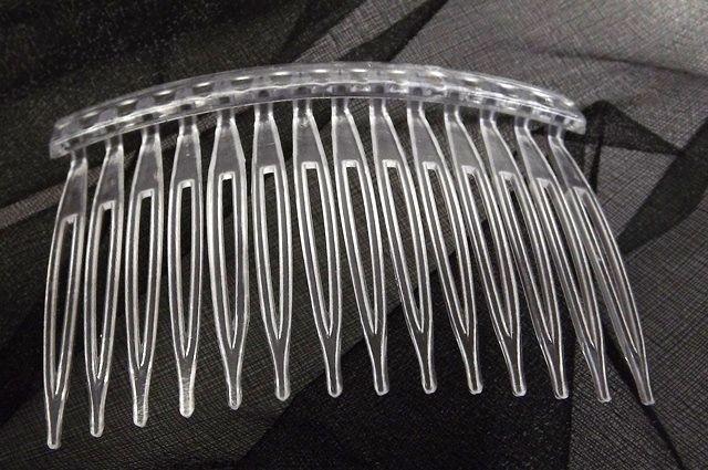 Chelsea Hair Comb - Clear (7cm Wide 12 pieces per pk)