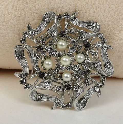 Buttons & bows Chair Back Brooch Silver (8.5cm Dia)